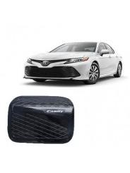 Накладка на лючок бензобака Тойота Камри / Toyota Camry 2018-2019 под карбон